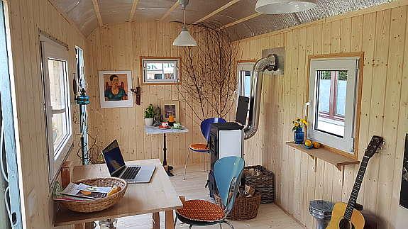 gartenhaus auf r dern bauwagen holz zirkuswagen mit. Black Bedroom Furniture Sets. Home Design Ideas