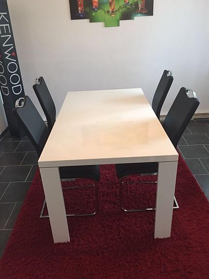 Weisser tisch mit schwarzen stuhlen for Kuchentische und stuhle gunstig