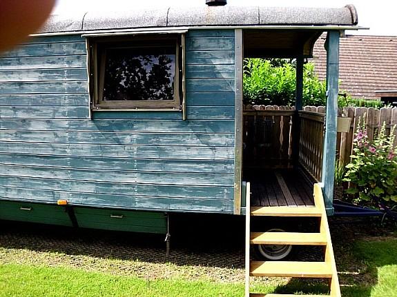bauwagen zirkuswagen gartenhaus auf r dern schlafwagen wohnwagen. Black Bedroom Furniture Sets. Home Design Ideas