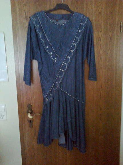 8f7cea64c35c blaues Jeanskleid mit Nieten und Strass Gr. 38 40. VB 20,00. Etui-Kleid  schwarz gemustert (Fabiani) Gr. 38 40. Kleid ärmellos, Mantel darüber mit  langem Arm