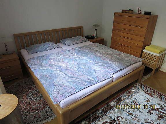 Schlafzimmer komplett, Kernbuche, Fronten massiv, 2 Jahre alt, in ...