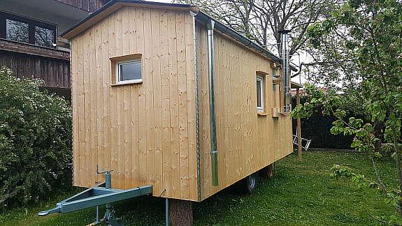 gartenhaus auf r dern bauwagen holz zirkuswagen mit terrasse holzofen heinkel aufbau top. Black Bedroom Furniture Sets. Home Design Ideas