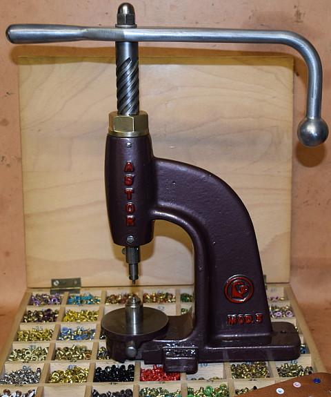 Raumausstatter werkzeug  Astor A 5 Knopfmaschine Knopfpresse Ösenpresse Gürtler Sattler ...