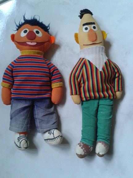 4ebed32135 Ernie und Bert aus der Sesamstraße von Knickerbocker Puppen Stofftier  Kuscheltier Plüschtier