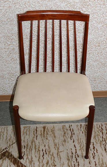 Ausziehbarer, Runder Tisch Mit Palisanderholz Furnier Mit 4 Außen Liegenden  Beinen Und Einer Versenkbaren Verlängerungsplatte Für 4 U2013 6 Personen
